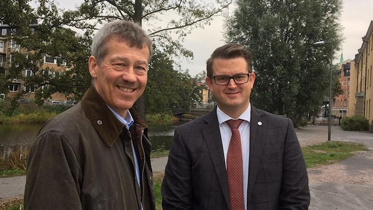 Ola Karlsson, oppositionsråd Regionen och Anders Åhrlin, oppositionsråd Örebro kommun vill ha ett seniorkvarter.