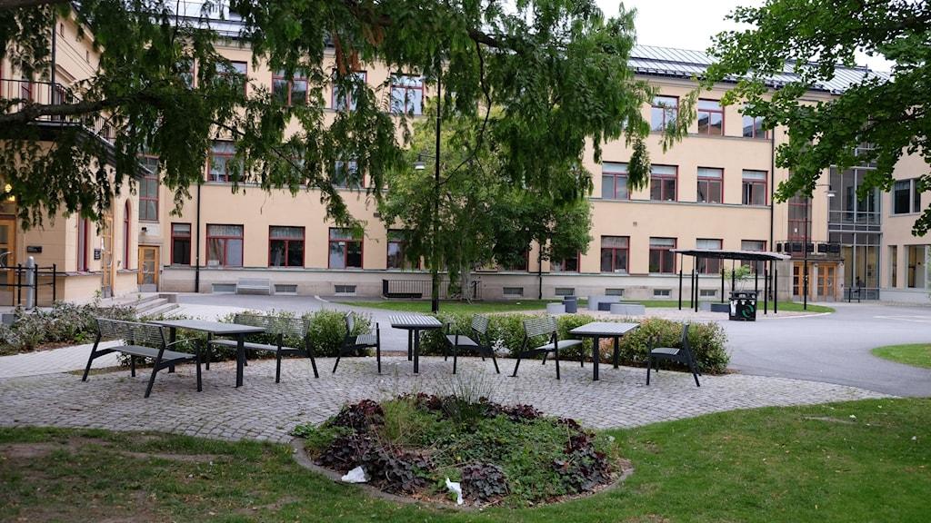 Skolagård, Karolinska gymnasiet