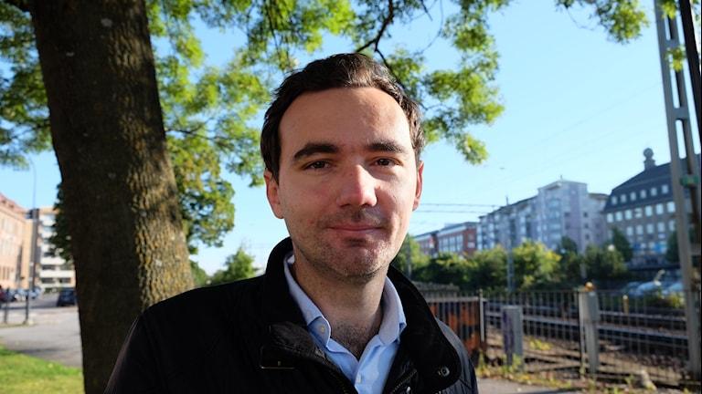 Adi Rupic, tidigare flygrädd, har skrivit en bok om sin rädsla.