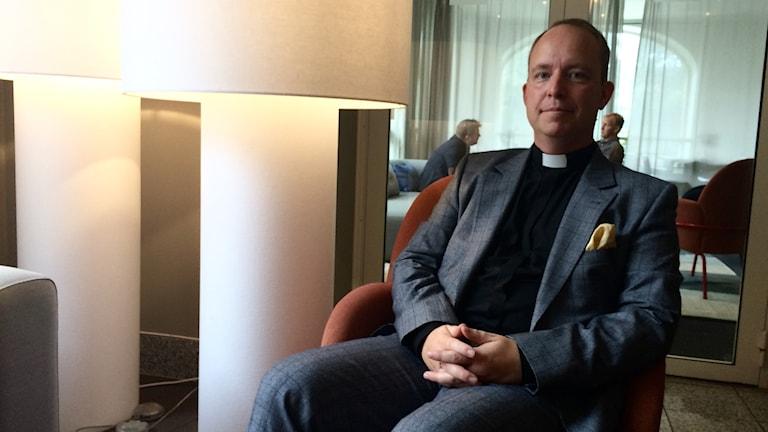 Fredrik Santell är biskopens adjunkt.