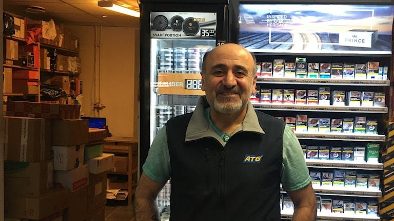Anton Simon Esak som äger en spelbutik i Kumla.
