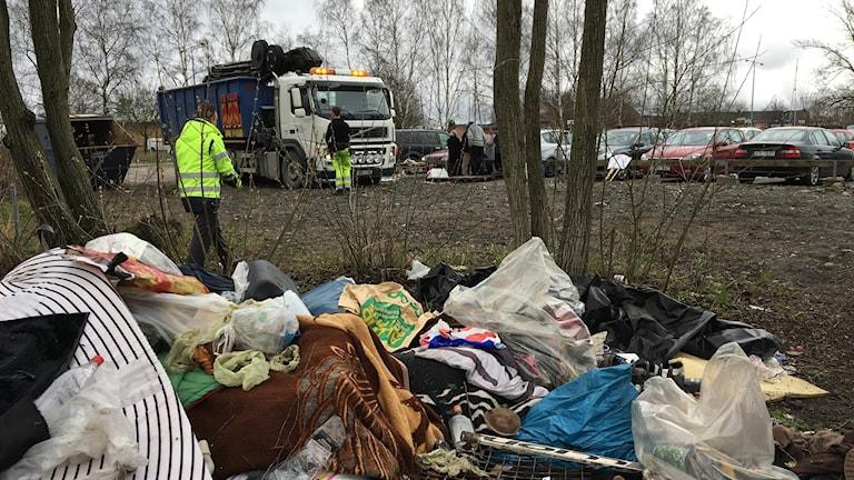 Örebro kommun städar tältläger.