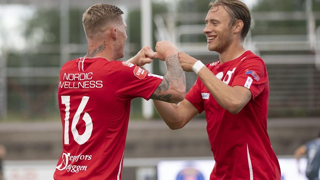 Två fotbollspelare. Foto: Tommy Pedersen/TT