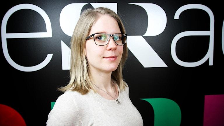 Emelie Liljedahl, kurator på Kvinnohuset i Örebro. Foto: Alexander Lindhe/Sveriges Radio.