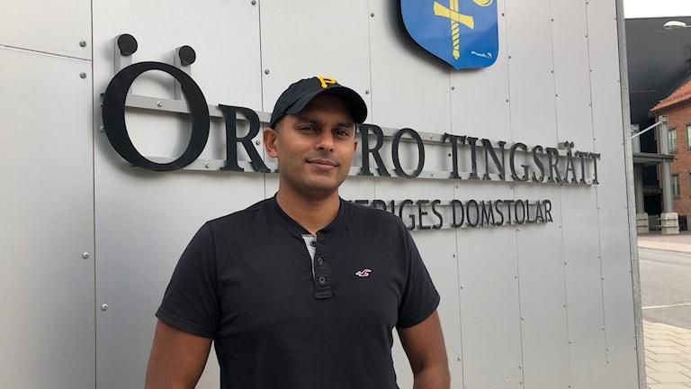 Kriminalinspektör Simon Häggström menar att lägsta straffet för sexköp i Sverige bör höjas från böter till fängelse.