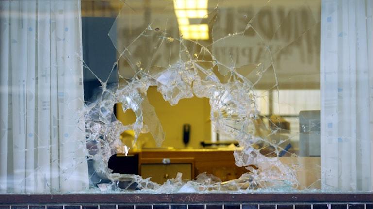 Krossad fönsterruta. Foto:Scanpix.