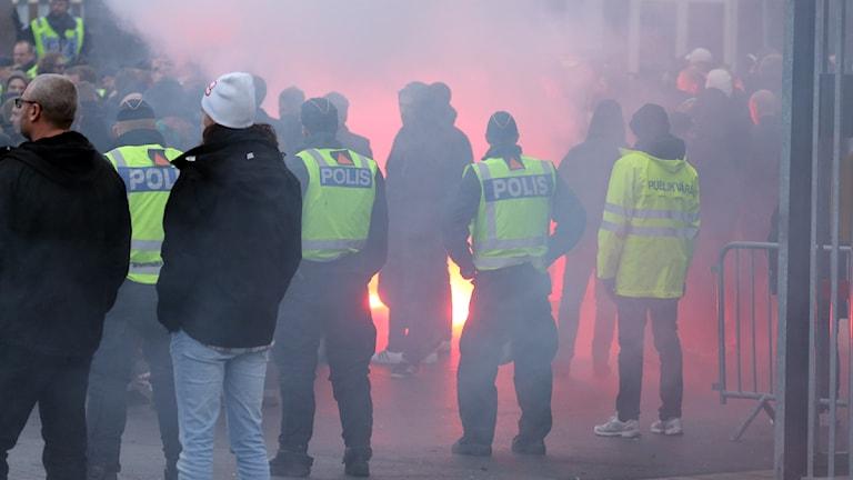 Gais sk supportrar på väg till Behrn arena vid en tidigare match. Foto:Valdemar Andersson SR Örebro