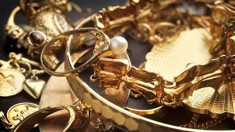 Guldsmyckena på bilden har inget med polisens beslag att göra. Foto:Staffan Löwstedt/Scanpix