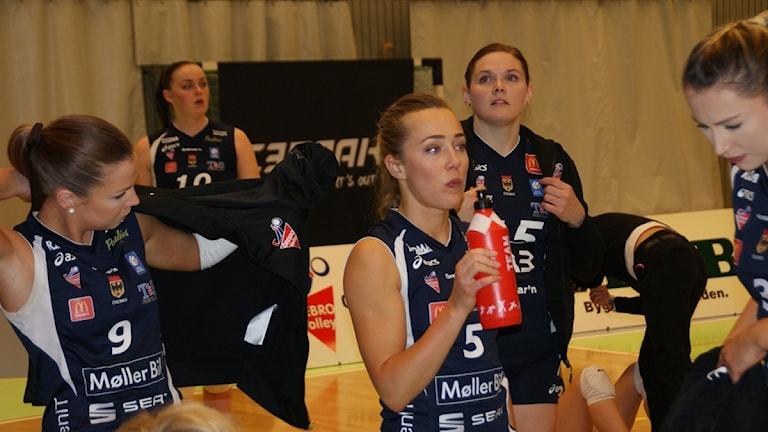 Inga glada miner hos Örebro Volley. Foto: Lasse Hellstrandh/Sveriges Radio