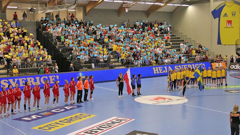 Om- och tillbyggda Idrottshuset i Örebro invigdes med VM-kvalmatch mellan Sverige och Polen. Foto:Valdemar Andersson/SR Örebro.