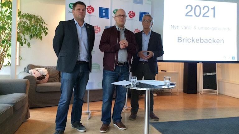 Per-Åke Sörman (C), Kenneth Nilsson (S) och Lennart Bondesson (KD) presenterade ny plan för äldreboenden.