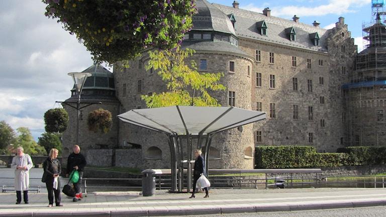 Busshållplats vid slottet i Örebro. Foto: Gabriel Stenström/Sveriges Radio Örebro