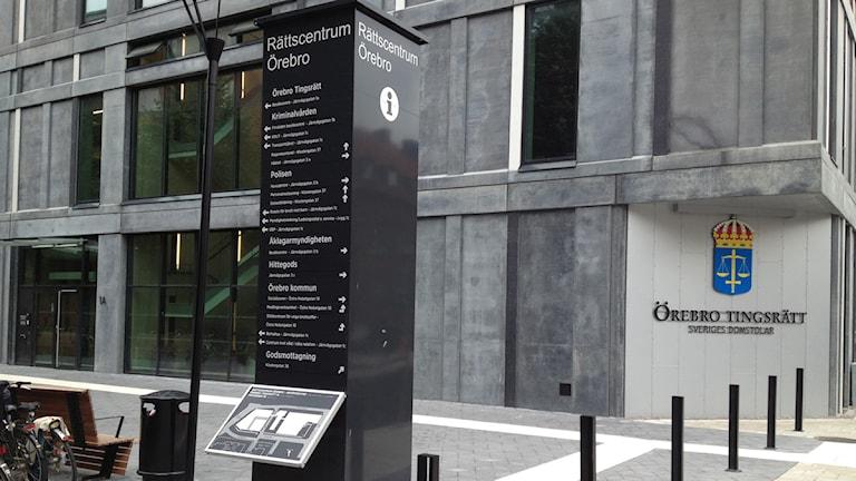 Idag inleddes rättegången mot den misstänkta nätpedofilen vid Örebro tingsrätt.