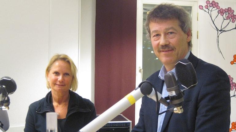 Socialdemokraternas Marie Louise Forsberg Fransson och Moderaternas Ola Karlsson. Foto: Jens Tisbo/ Sveriges Radio