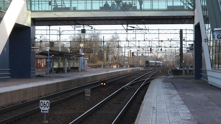 Idag är Västra Stambanan via länet en viktig pulsåder, hur blir det om mycket tågtrafik dras via Jönköping? Foto: Marie Hansson/P4 Örebro.