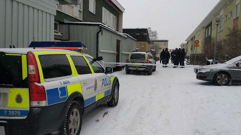 Polisinsatsen i Gyttorp efter mordförsöket i januari 2014. Foto: Karwan Tahir/Sveriges Radio.