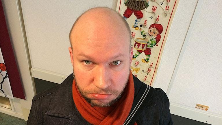 Kal Ström funderar på den stora internet-världen. Foto: Madde Klippel/Sveriges Radio
