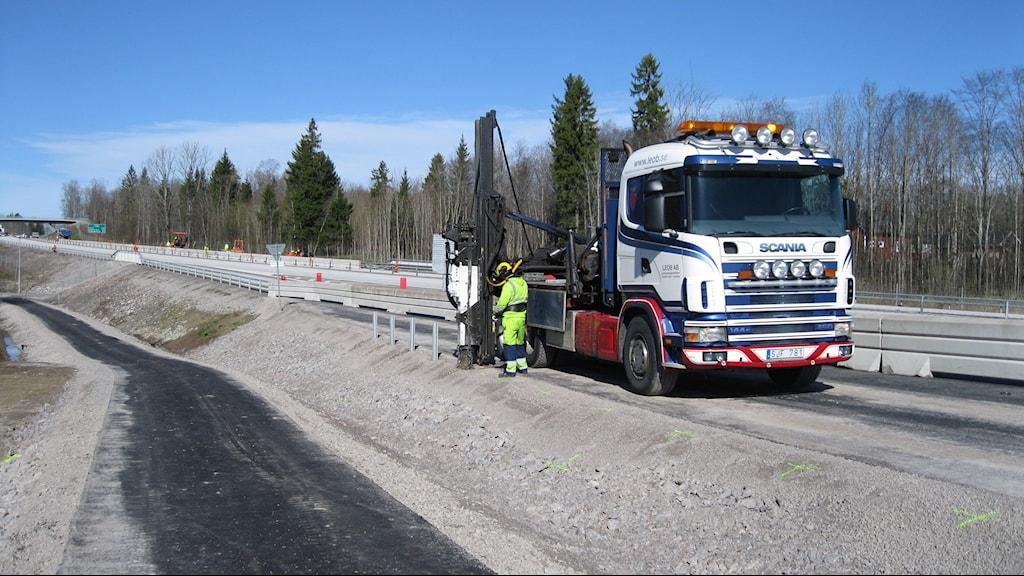 Busshållplatserna längs E18 vid Lanna beräknas vara färdiga i maj. Foto: Isabelle Strengbom/Sveriges Radio