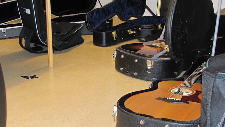 Man kunde se många gitarrer i våra lokaler under livespelningen.