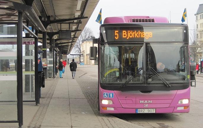Buss vid centralstationen i Örebro