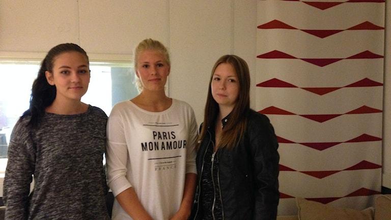 Clara Jernetz, Olivia Magnusson och Mollie Dahlbom vill se ett ungdomshus i Nora. Arkivfoto: Emilie Pless/Sveriges Radio.