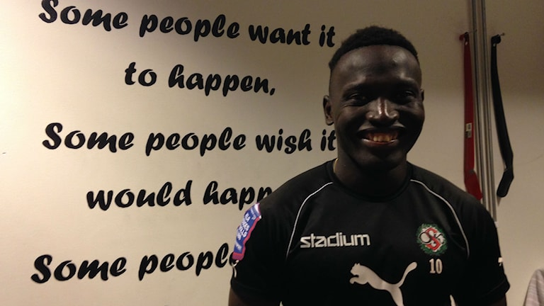 "Alhassan ""Crespo"" Kamara spelar till vardags i fotboll i ÖSK. Foto: Emilie Pless/Sveriges Radio."