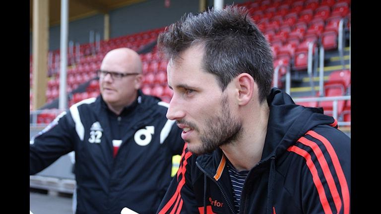 Marcus de Bruin, matchens Degerforslirare, och tränaren Patrik Werner. Foto: Lasse Hellstrandh, SR Örebro