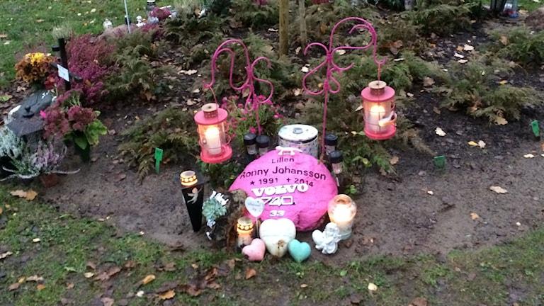 Rosa gravsten, begravningsplats, grav