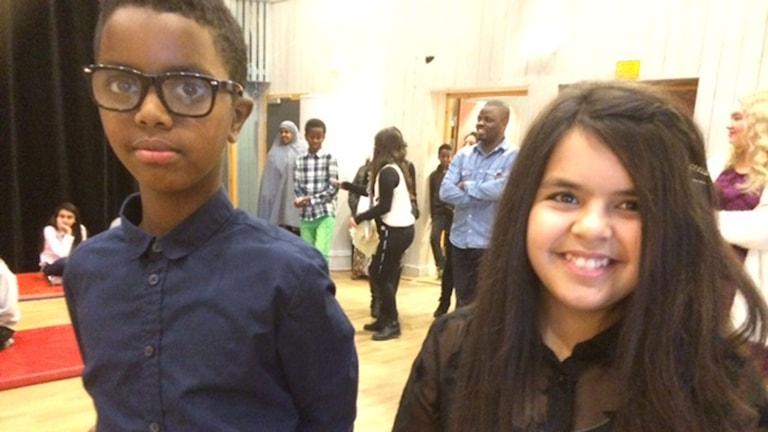 Liban Muhamud och Israa Hadi, två unga författare. Foto: Päivi Kotka/Sveriges Radio.