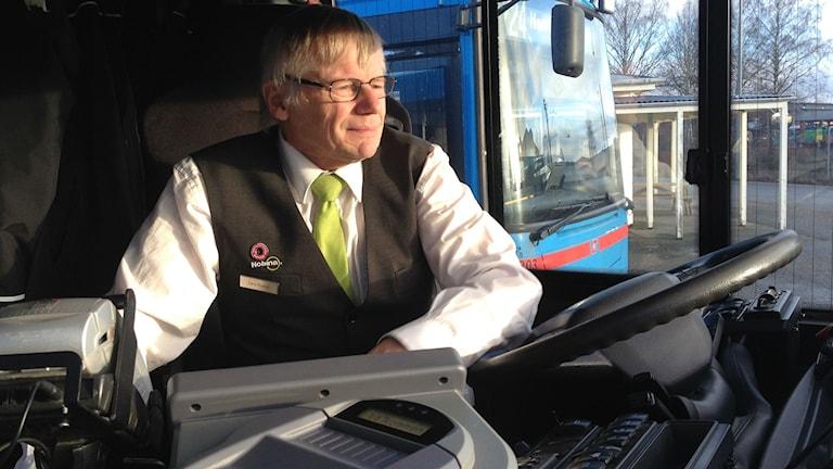Lars-Gustaf Schill är bussförare. Foto : Isabelle Strengbom/Sveriges Radio
