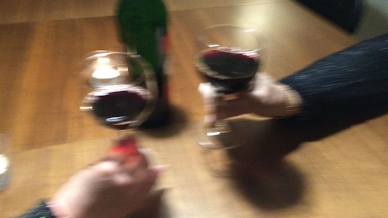 Fler äldre kvinnor dricker alkohol. Foto: Karwan Tahir/Sveriges Radio