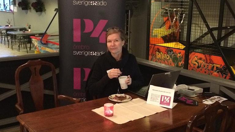 Publikredaktör Päivi Kotka finns på plats. Foto: Sveriges Radio.