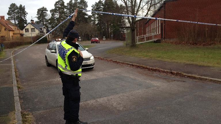 Polisen har spärrat av skolområdet. Foto: Carina Galanou Ipsonius/Sveriges Radio.
