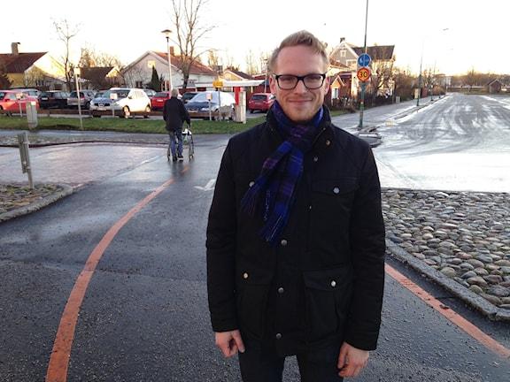 Patrik Kindström arbetar som enhetschef på trafikenheten vid Örebro kommun. Han är en av de som jobbar med införande av de nya cykelöverfarterna i Örebro.  FOTO : Gabriella Garpefjäll/Sveriges Radio