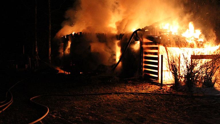 Brand i sommarstuga. Foto: Bergslagens Räddningstjänst