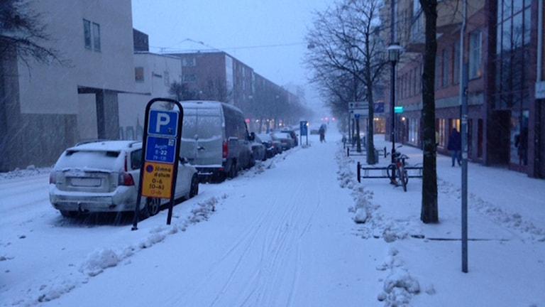 snö på cykelbana i Örebro