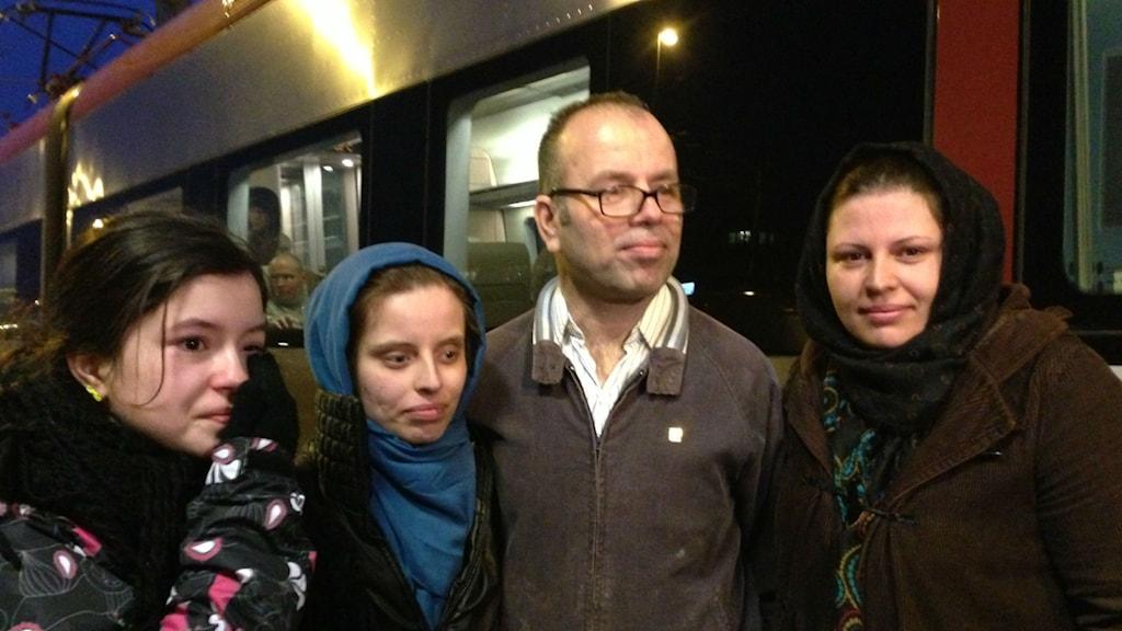 Maria, Sahara, Vali och Fateme Ahmed tillsammans igen efter två år. Foto: Sofia Broomé/Sveriges Radio.