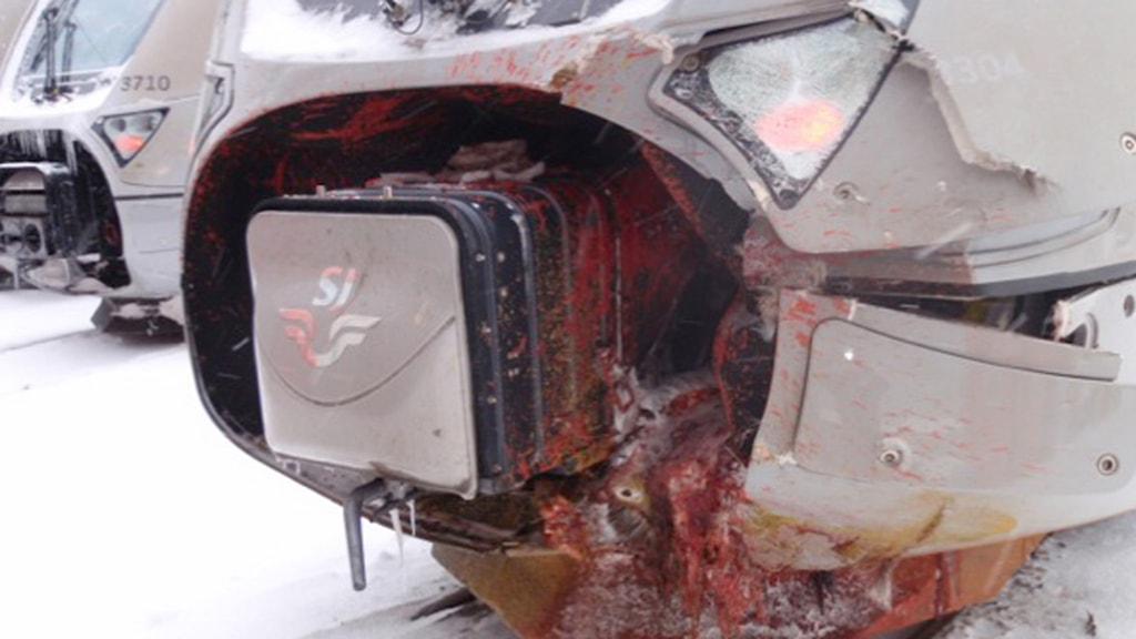 Skadat lok efter olycka med älg. Foto: Viltsäker järnväg/Trafikverket.
