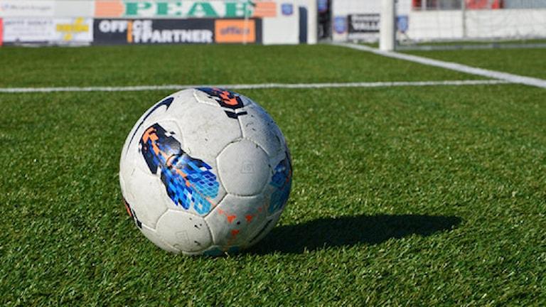Det är inte alla barn som har råd att vara med i ett fotbollslag. Foto: Pelle Marklund/Sveriges Radio.