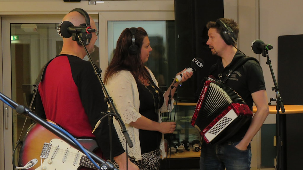 Madde Klippel intervjuar Mattias Lagerqvist och Erik Mattsson. Foto: Eva Hallgren/Sveriges Radio.