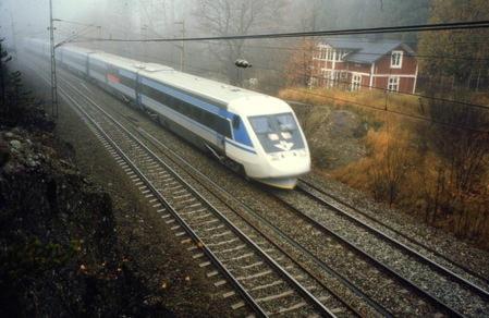 Regionens politiker vill gärna se ett snabbtåg som också stannar i Örebro. Foto:Björn Karlin/SVT.