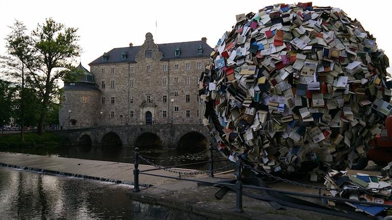 5000 böcker blir ett konstverk vid Open Art.