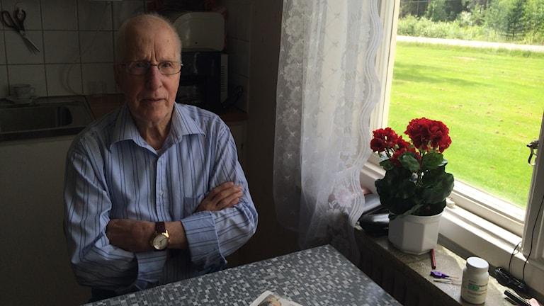 Askersunds kommun vägrar att ge 88-åriga Erik Ferm särskilt boende, trots att han lider av yrsel och har svårt att både stå och gå. Foto: Andreas Morén/Sveriges Radio