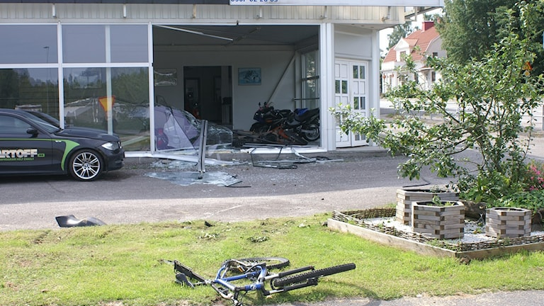Hjullastaren körde in i mc-butiken Eurowheels i Fellingsbro och stal en motorcykel