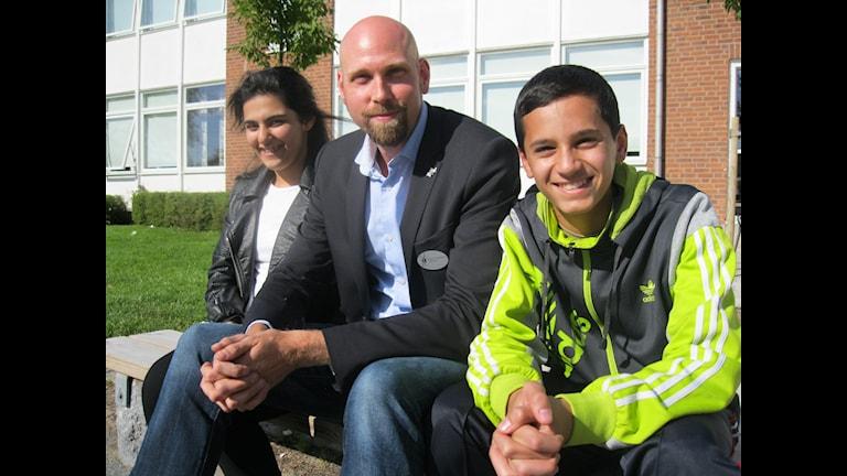 Hedil Attar, Magnus Johansson och Abdullah Alnajar på Västra Engelbrektsskolan i Örebro.