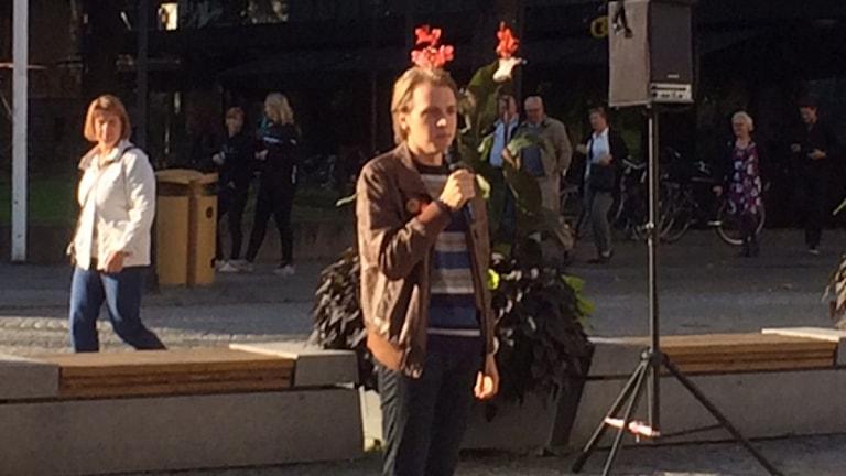 Robin Nilsen var en av talarna. Foto: Peter Bjurbo/Sveriges Radio.