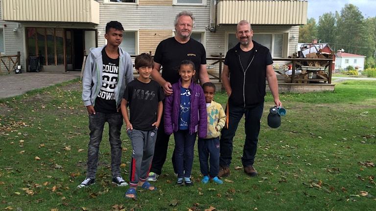 Ställdalen, Ralf Nielsen och Henk Bijloo och flyktingbarn.