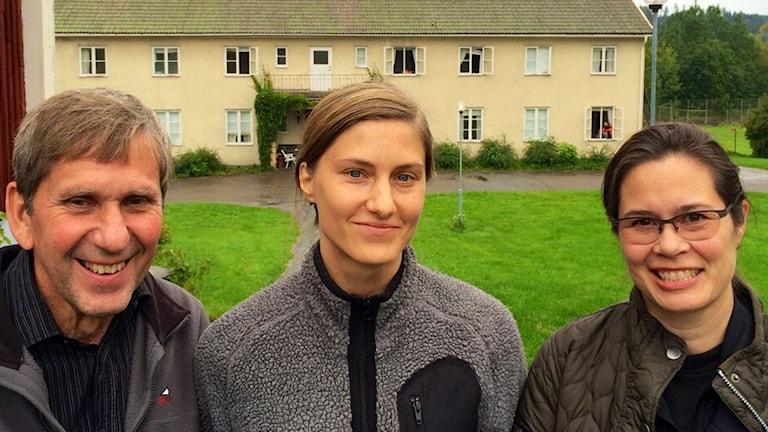 Lars Gille, Ansela Bognandi-Resbäck och Kristina Dybeck som engagerat sig i flyktingarna i Nyhyttan. Foto: Maria Rinaldo/ Sveriges Radio