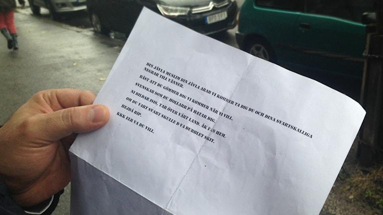 """Ett brev skrivet med hotfulla ord som t ex """"jävla muslim jävla arab bäst att du gömmer dig vi kommer när vi vill"""""""