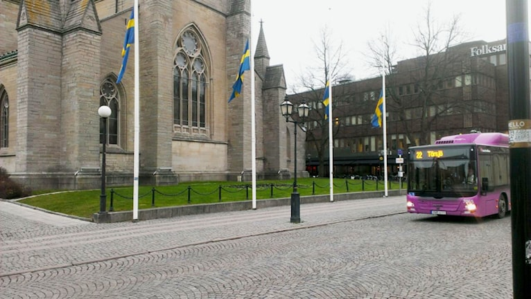 Flagga flaggor halv stång halvstång Nikolaikyrkan Örebro